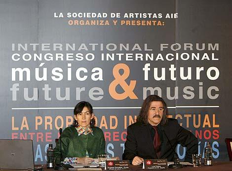 La ministra de Cultura, Ángeles González-Sinde, y el director de orquesta Luis Cobos. | Efe