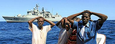Oficiales portugueses detienen a cinco piratas.