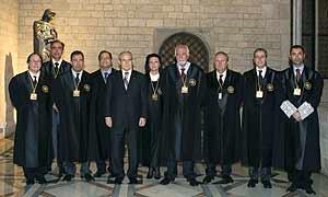 Montilla, con los miembros del Consejo de Garantías Estatutarias de Cataluña (Foto: Efe).