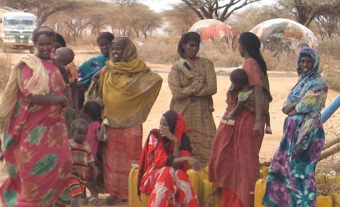 Mujeres en los campos de Deghabur. (Foto: (C. de Nova)