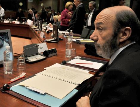 Alfredo Pérez Rubalcaba, en Bruselas, en una reunión de ministros del Interior. | Efe