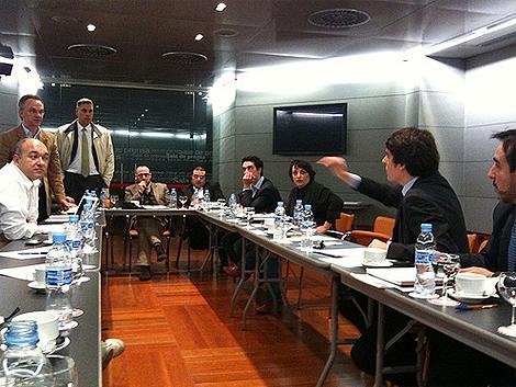 Imagen de la reunión, tomada por uno de los asistentes, Jesús Encinar, en su Twitter