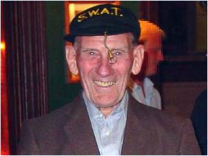 Doug Bower, uno de los padres de los círculos extraterrestres pese a ser inglés.