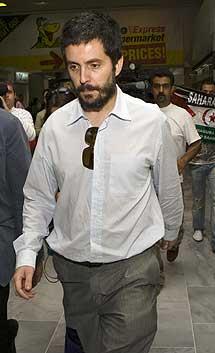 El juez Jerónimo Alonso, tras examinar a Haidar.   Reuters
