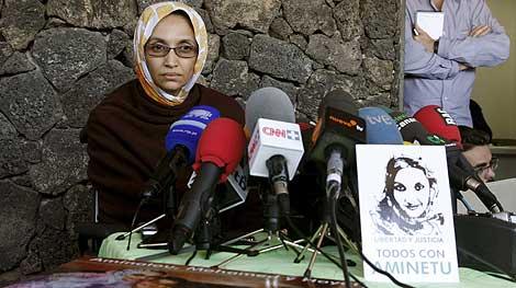 Aminatu Haidar, en su rueda de prensa.   Efe