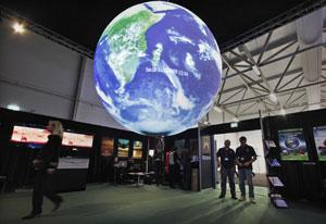 Una de las exposiciones sobre el cambio climático en la cumbre de Copenhague. | Reuters