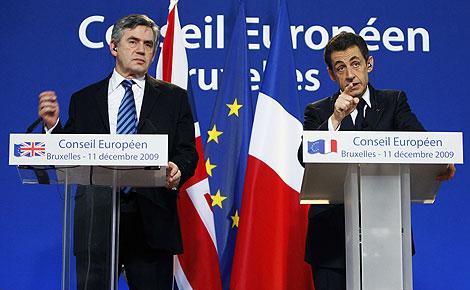 Gordon Brown y Nicolas Sarkozy en la reunión en Bruselas. | Reuters