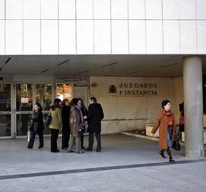 Entrada a los juzgados de Primera Instancia de Madrid, en la calle Capitán Haya.   Sergio Enríquez