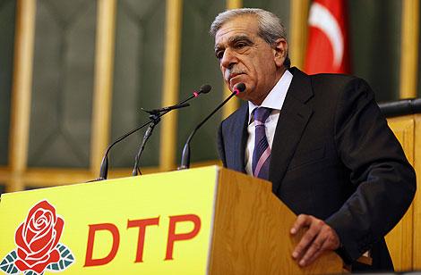 El líder del DTP, Ahmet Turk, en un discurso en el Parlamento de Ankara. | Reuters