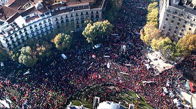 Vista aérea, en la Puerta de Alcalá, de la manifestación. | Efe