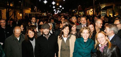 La alcaldesa y su equipo inauguraron el eje cívico.   Jordi Avellà