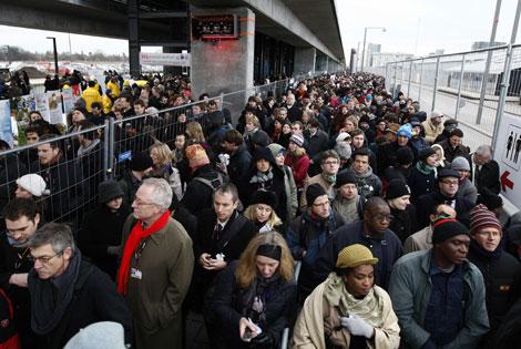 Los delegados hacen cola para entrar en la cumbre de Copenhague. | Reuters