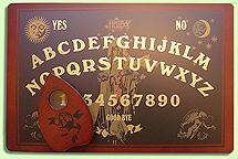 Una 'delicatessen': la ouija de Hellboy con ilustraciones de Mike Mignola.