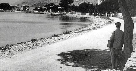 Detalle de la portada 'Paraísos perdidos', una fotografía antigua de la bahía de Pollença.
