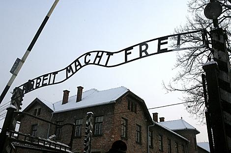 Imagen del característico cartel del campo de concentración.   Efe