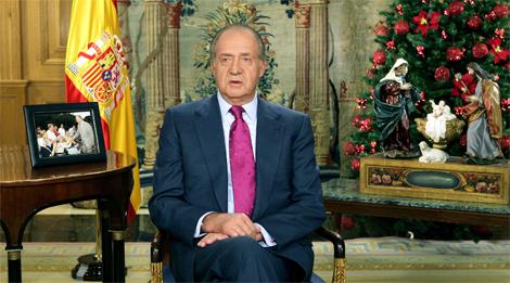 El Rey Don Juan Carlos pronuncia su tradicional mensaje en las navidades de 2006. | E. M.