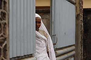 Una mujer de 20 años, cuyo marido ha sido asesinado, en las calles de Conakry (Foto: AP).