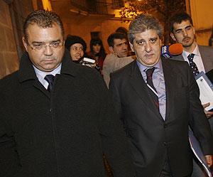Flaquer con su abogado a la salida de los juzgados | Jordi Avellà