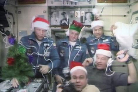 La tripulación de la Estación Espacial, celebrando la Navidad. | Efe
