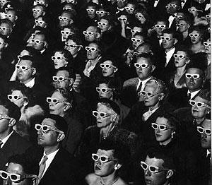 Espectadores viendo la primera película en 3D en 1952