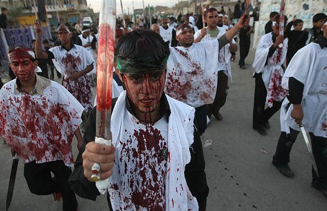 Celebración del Ashura en Sadr City (Irak). | Afp