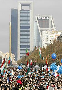 Multitud de gente en Madrid.   Efe