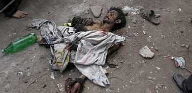 Trozos del cuerpo del terrorista que provocó la masacre.   Reuters MÁS FOTOS