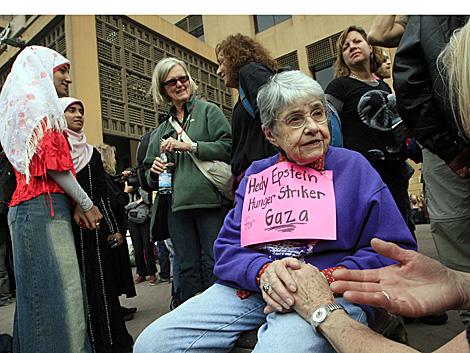 La octogenaria Hedy Epstein, en huelga de hambre.   AFP