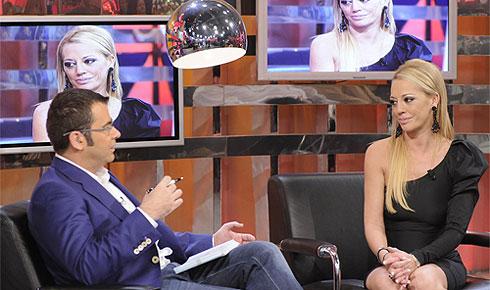 Belén Esteban en su primera aparición televisiva tras su operación. (Foto: Telecinco)