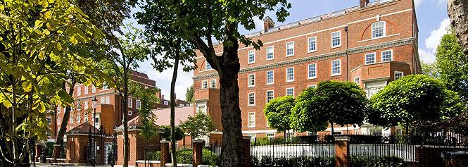 Empresarios y magnates internacionales son los propietarios habituales de casas como ésta, situada en Academy Gardens. | B. C. [Ver Álbum]