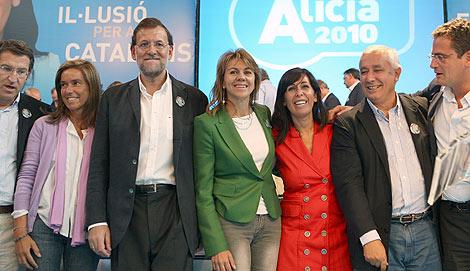 Mariano Rajoy, acompañado de Antonio Basagoiti (d), Javier Arenas, Mª Dolores de Cospedal, Ana Mato, y Alberto Nuñez Feijoo. | Foto: Efe