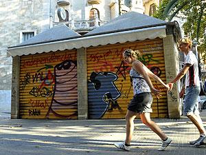 Kiosko cerrado en la Plaza del Mercat | A. Vera