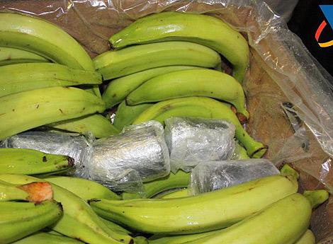 Imagen de la droga camuflada en los plátanos. | Policía Nacional