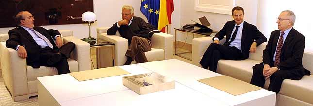 Solbes, González, Zapatero y Delors, en La Moncloa. (Foto: AFP).
