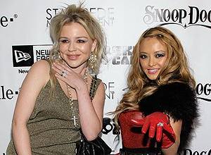 Casey Johnson (izq.) y Tila Tequila, en una fiesta en Hollywood. | Afp