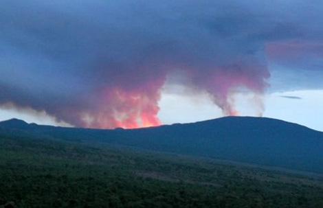 Imagen de la erupción tomada al amanecer del día 2 de enero. | www.gorilla.cd