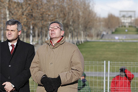David Lucas y Gallardón en la inauguración del parque de Manzanares. (Efe)