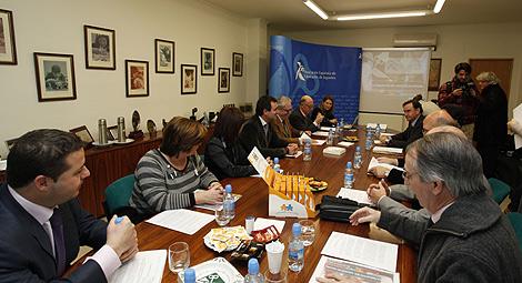 Los senadores 'populares' se ha reunido con la patronal y las alcaldesas de Ibi y Onil. | E.M.