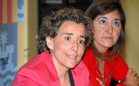 La alcaldesa Calvo y la edil de Cultura Ramon.