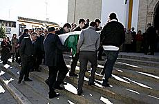Llegada del féretro al funeral. | E. Lobato