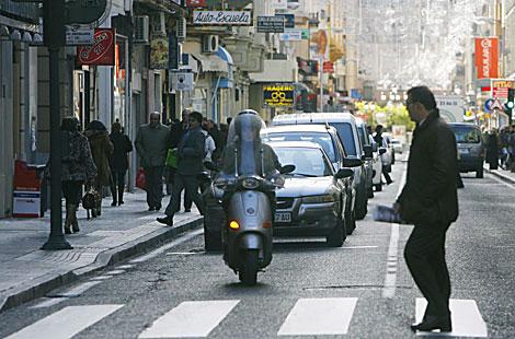 Aspecto de la calle José Cruz Conde, en el centro de Córdoba.   M. Cubero