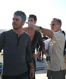 Colomo, a la derecha, durante el rodaje. | Telecinco