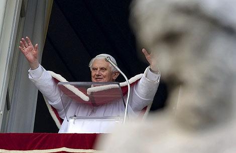 El Papa durante el rezo del Ángelus.   Reuters