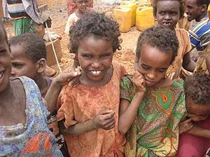 Niños en el programa nutricional de MSF en Deghabur, Etiopía (2009). (Foto: Carmen de Nova)