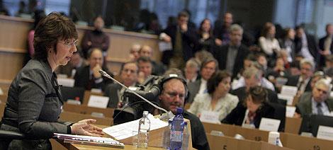 Catherine Ashton, en un momento de su audiencia en la Eurocámara.   Ap