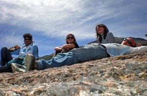 Reposando después de una comida cerca del Perito Moreno. | W. Fernández