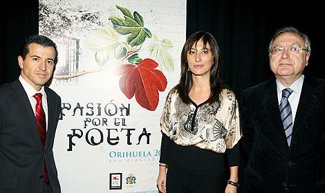El secretario de Cultura de la Generalitat Valenciana, la alcaldesa de Orihuela y el director de la Fundación Miguel Hernández este miércoles en la presentación de los actos. | Efe.