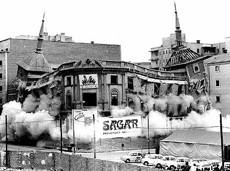 Voladura del diario 'Madrid', que dirigió el recientemente fallecido Antonio Fontán, en abril de 1973. | CIFRA GRÁFICA