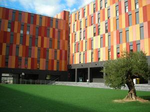 Patio del edificio Vallecas 2, en el bulevar de la Naturaleza del PAU de Vallecas. | ELMUNDO.es