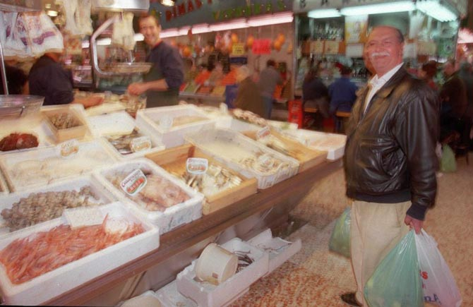 Puesto de pescado en el Mercado Maravillas de Cuatro Caminos.| Julia Jaén (Archivo)